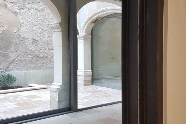 Architecture intérieur décoration cloitre