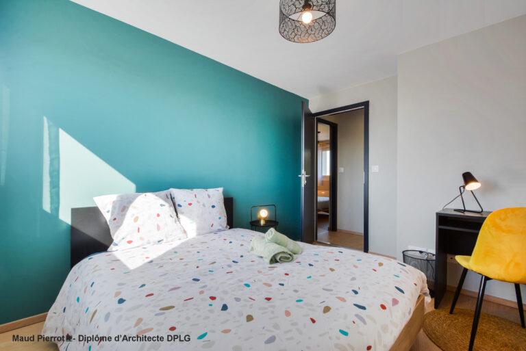 Aménagement et décoration d'un appartement pour de la colocation meublé chambre verte 1